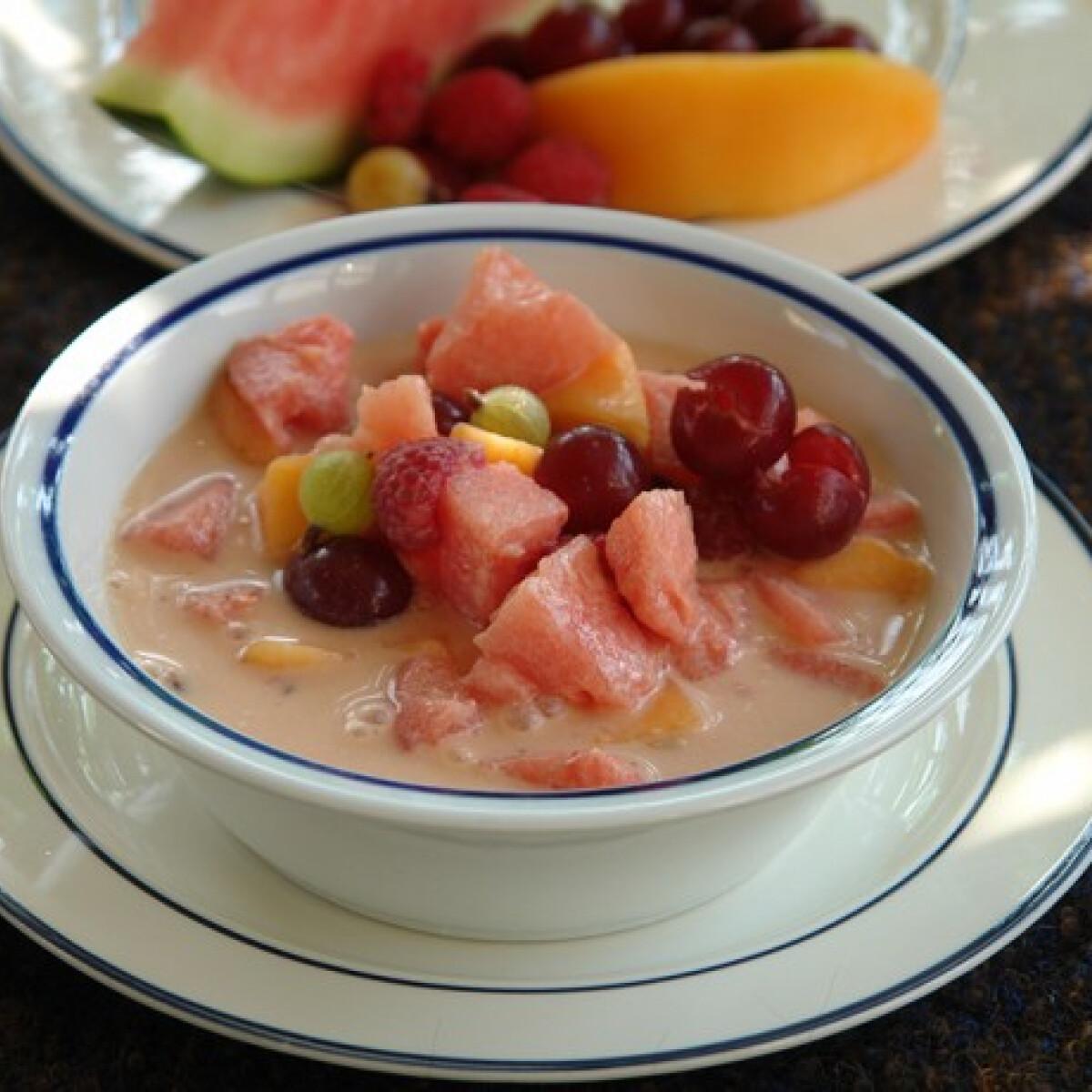 Ezen a képen: Görög gyümölcsleves