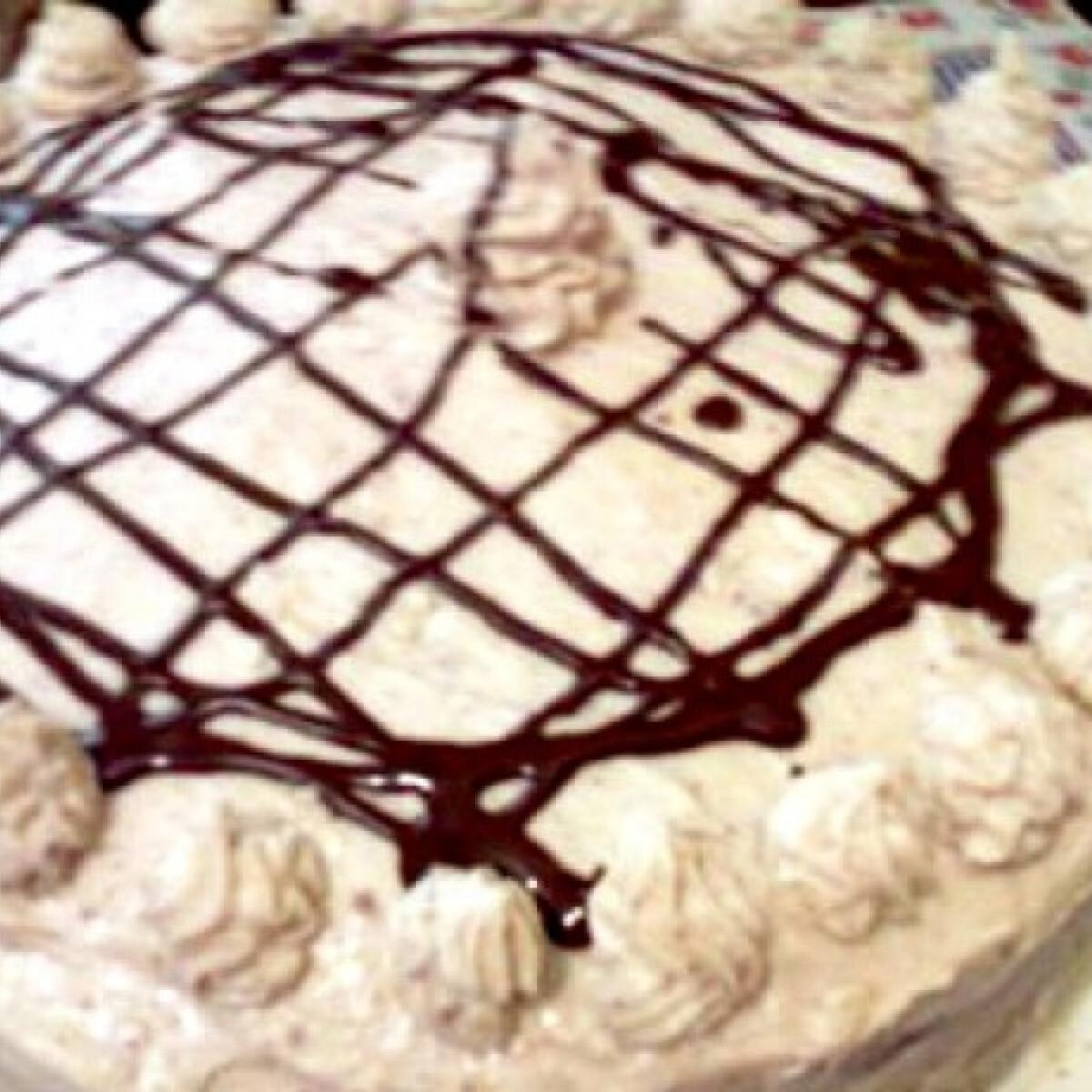 Ezen a képen: Gesztenyekrém-torta meggyes piskótával