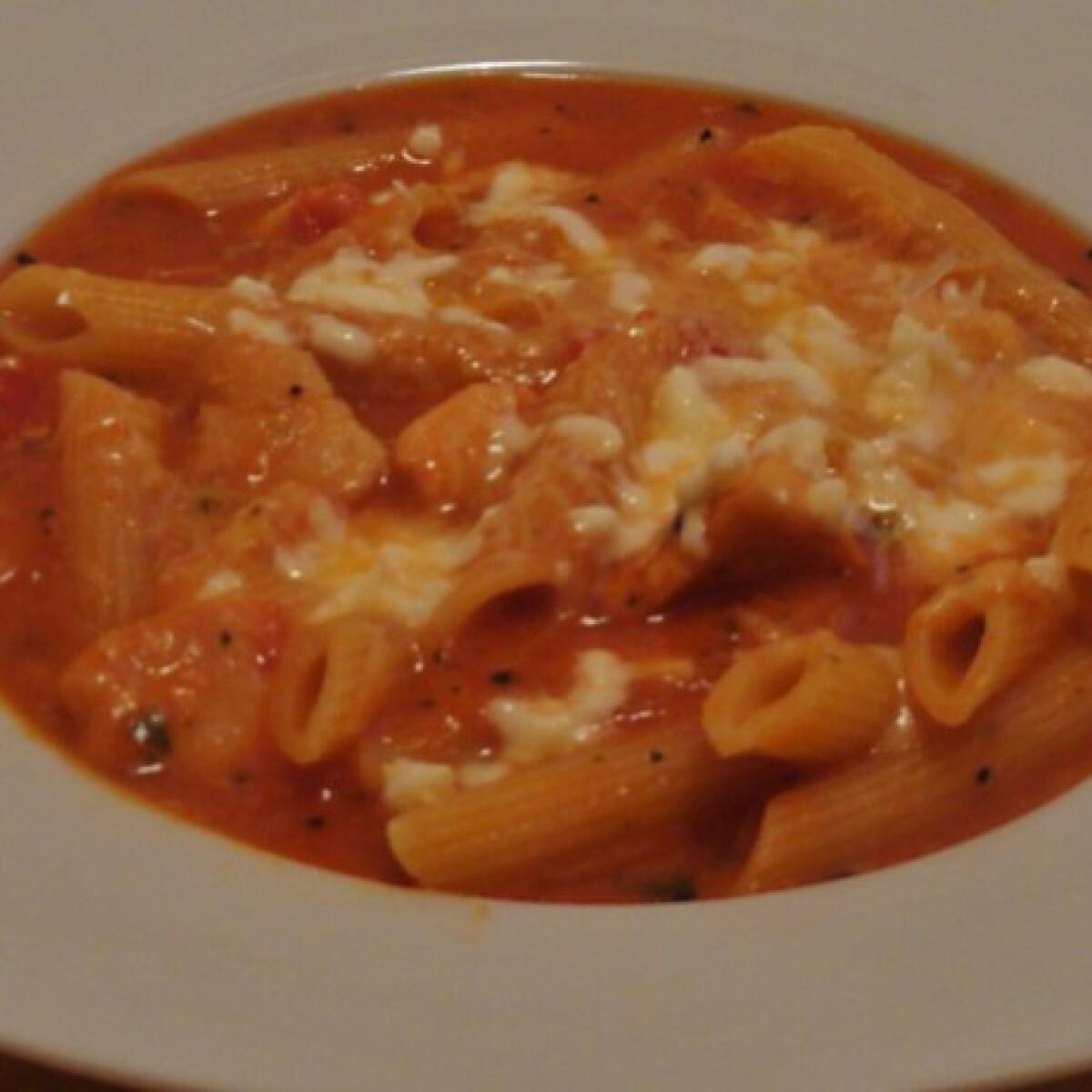 Parmezános-mozzarellás csirkeleves