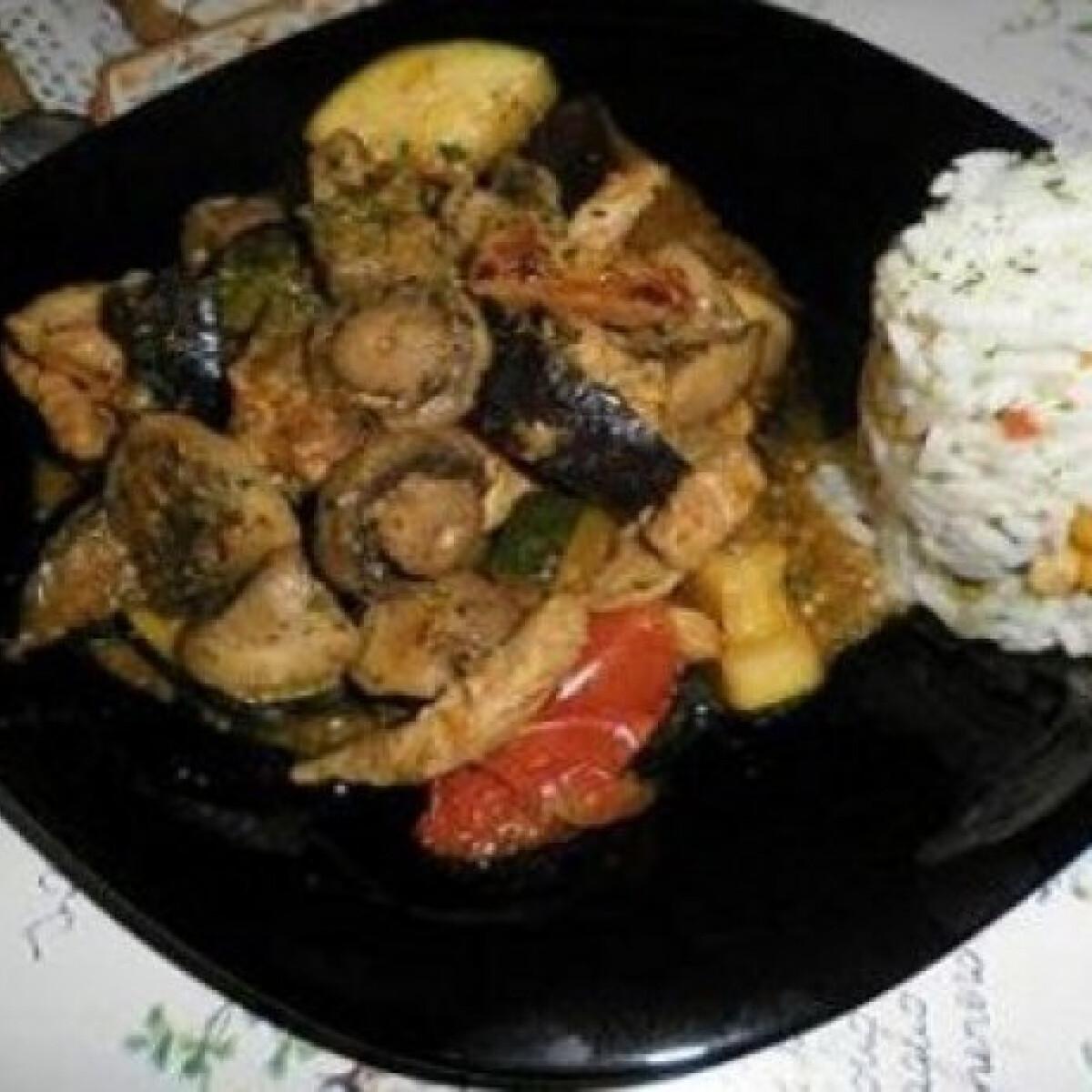 Ezen a képen: Pácolt karaj zöldségekkel wokban