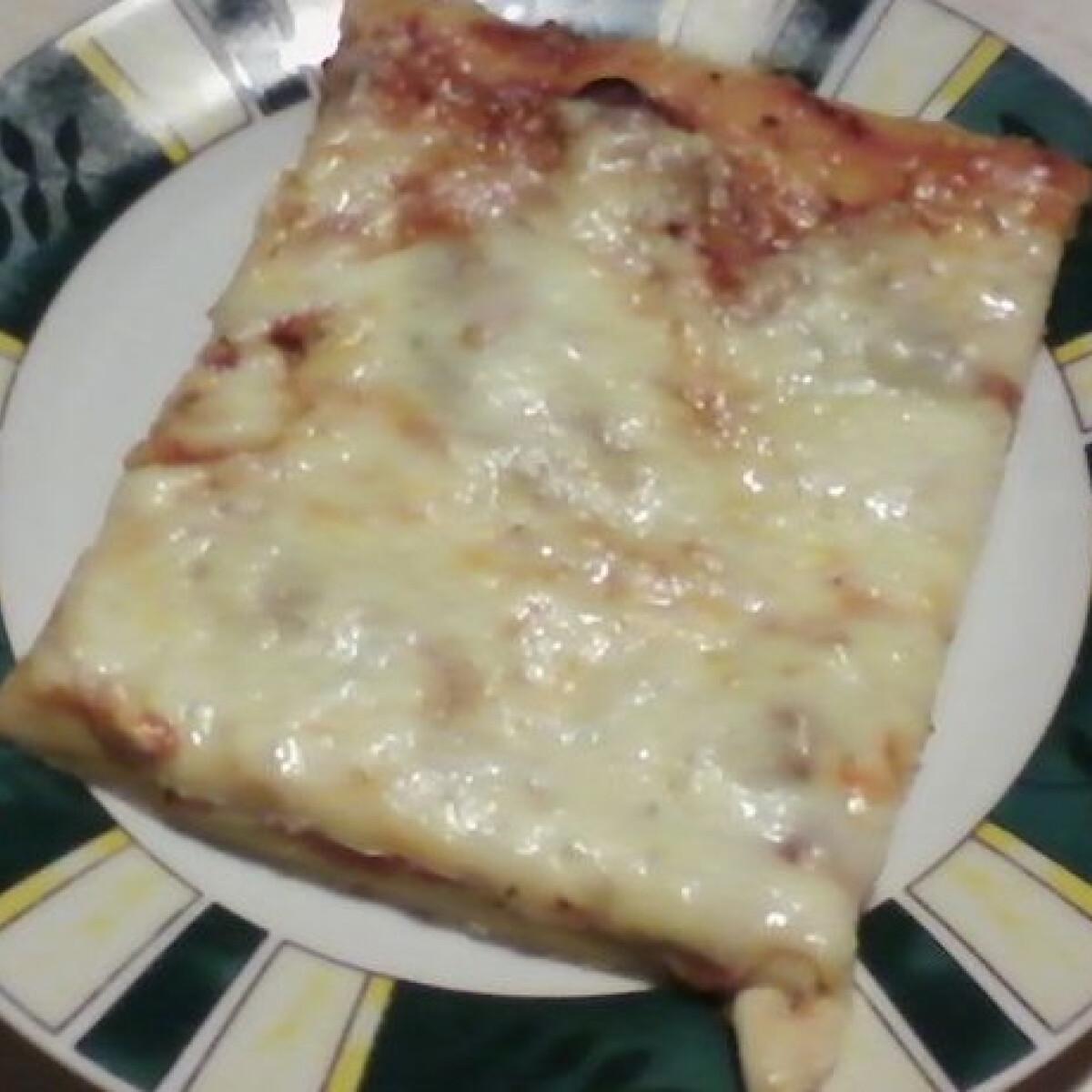 Ezen a képen: Feketeerdő sonkás pizza