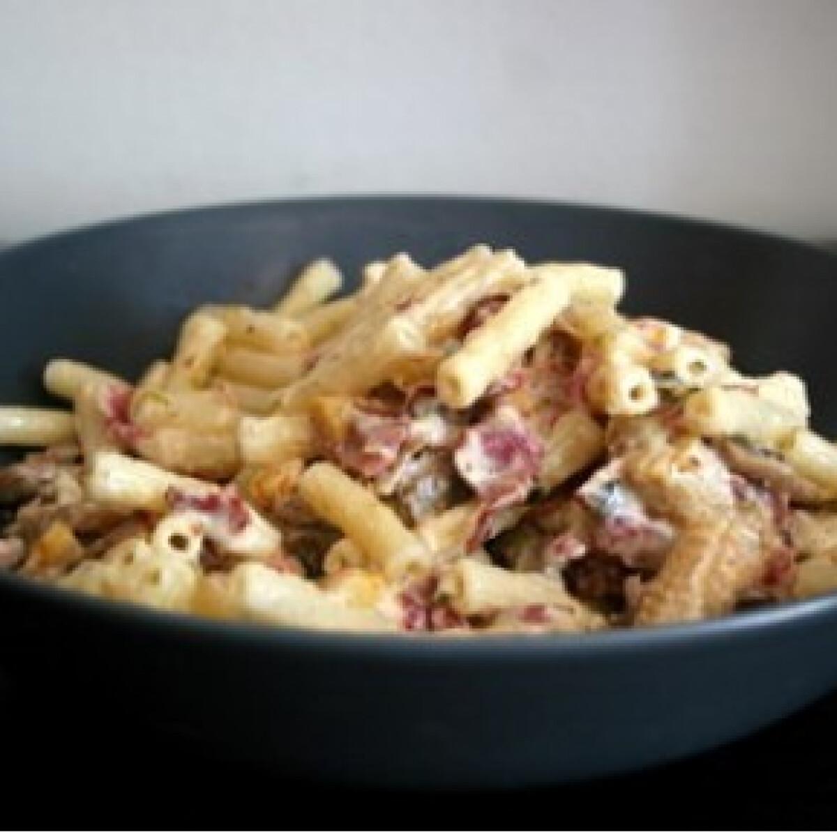 Ezen a képen: Baconös-tejszínes tészta bébikukoricával
