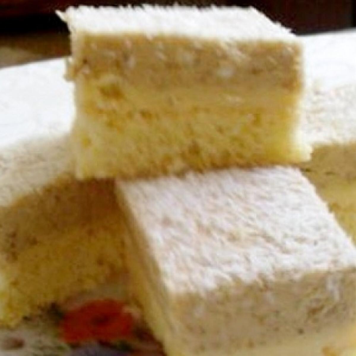 Ezen a képen: Havas háztető diós-kekszes krémmel