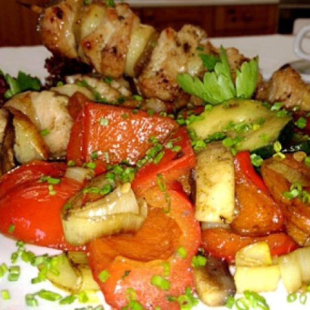 Ezen a képen: Pulyka saslik grillzöldséggel