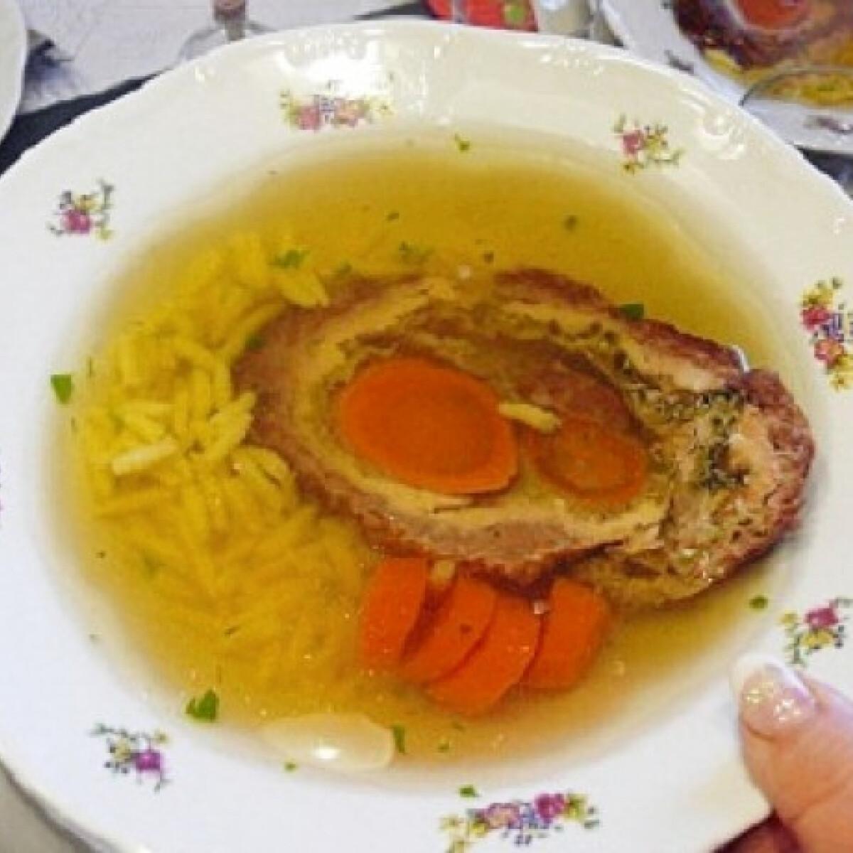 Ezen a képen: Dizájn húsleves