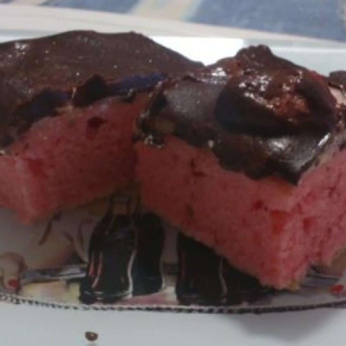 Ezen a képen: Krémes rózsaszín szelet