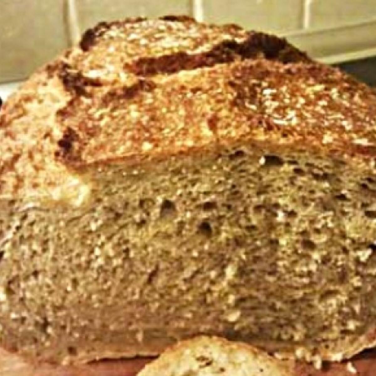 Ezen a képen: Jénaiban sült teljes kiőrlésű kenyér