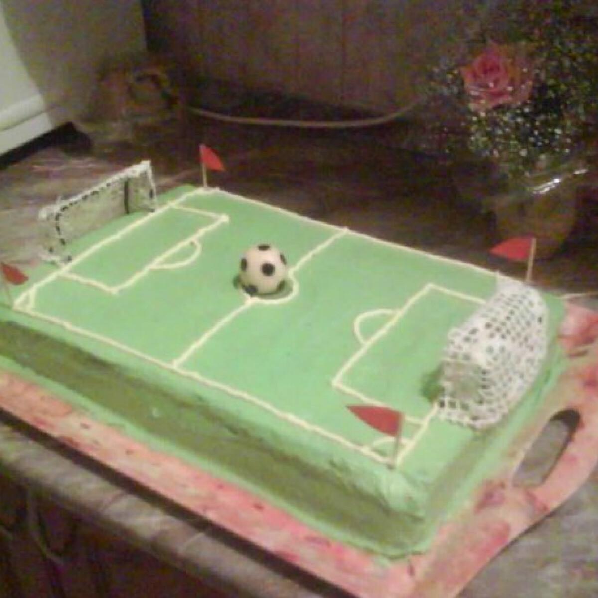 Ezen a képen: Focipálya torta