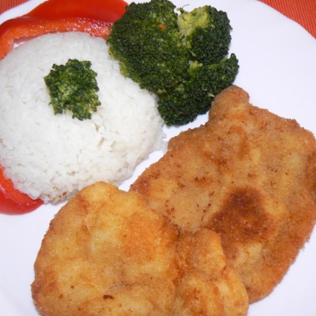Ezen a képen: Rántott csirkemell brokkolival rizzsel