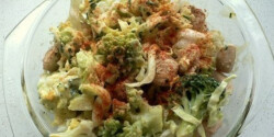 Karfiolos-brokkolis saláta füstölt csirkemellel
