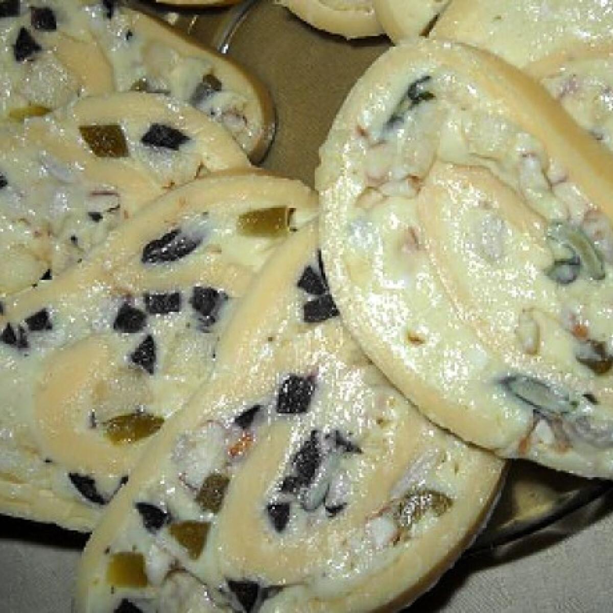 Olajbogyós sajttekercs