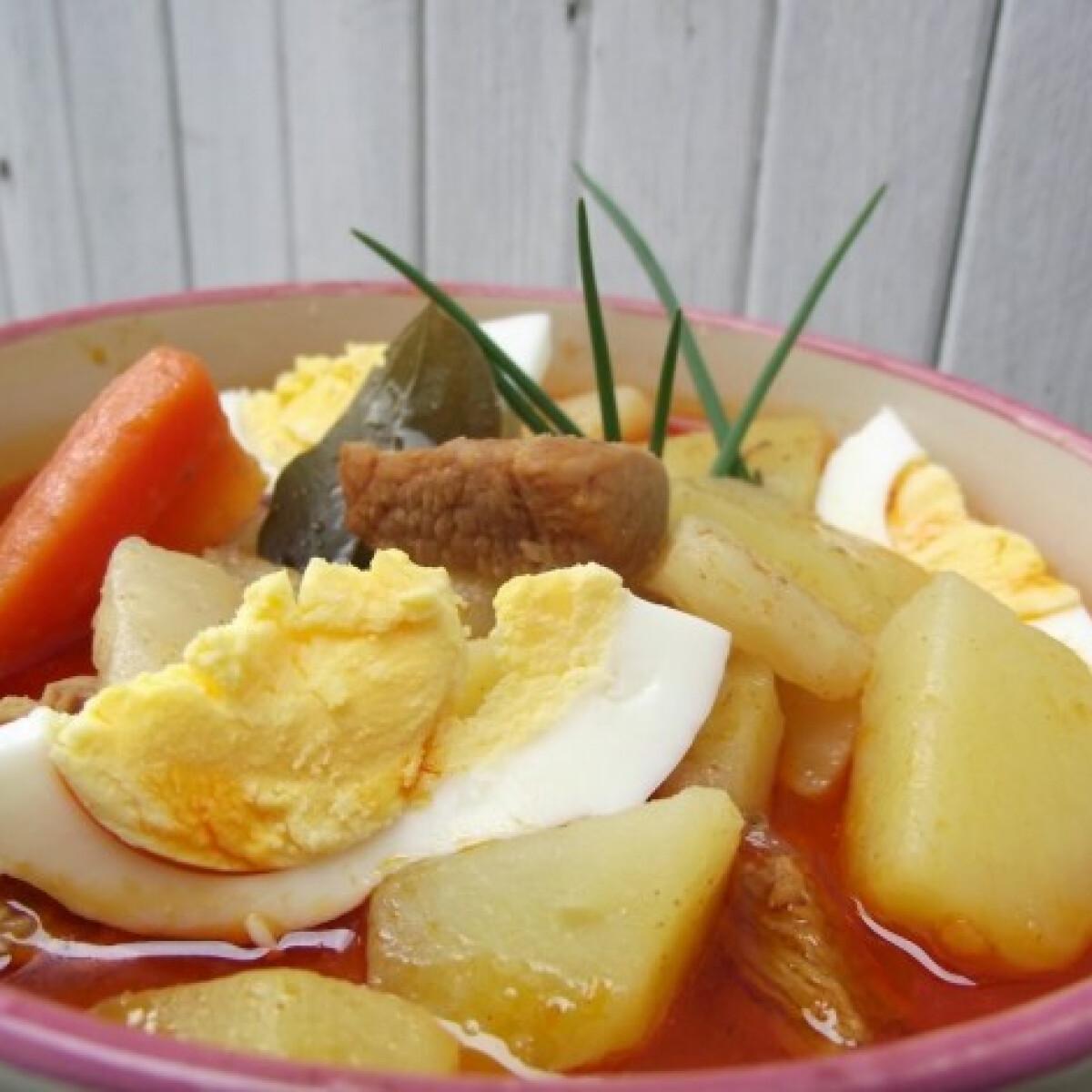 Ezen a képen: Makói savanyú vágott leves