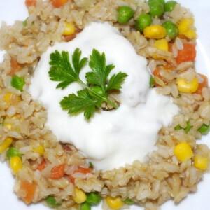 Currys-zöldséges barnarizs