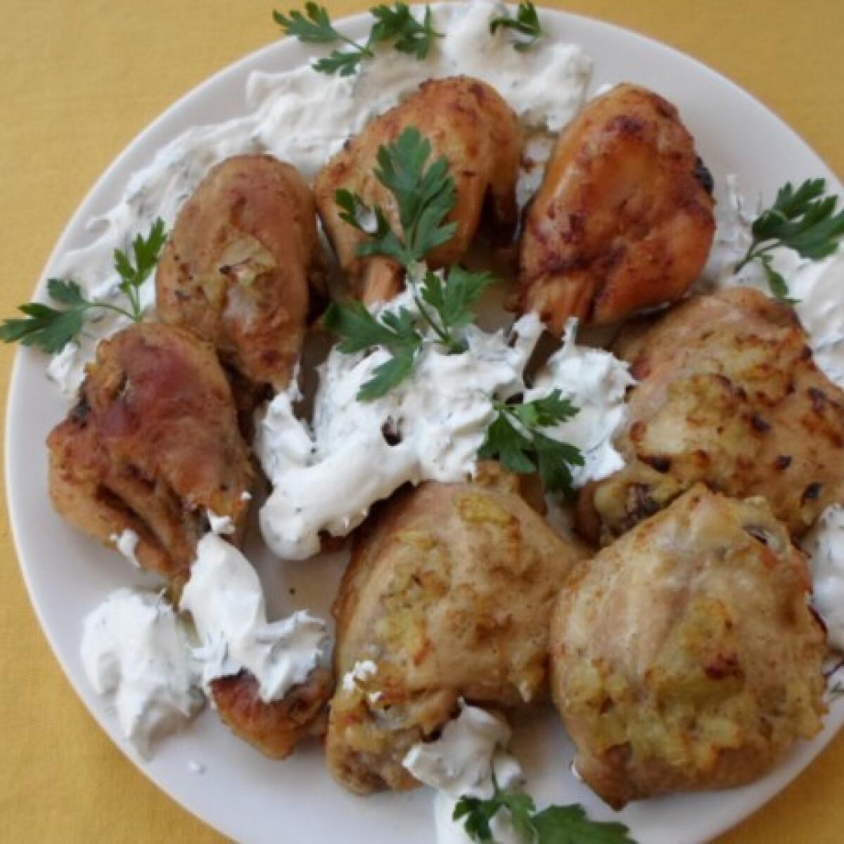 Ezen a képen: Pácolt csirkecomb kapros tejfölös mártással