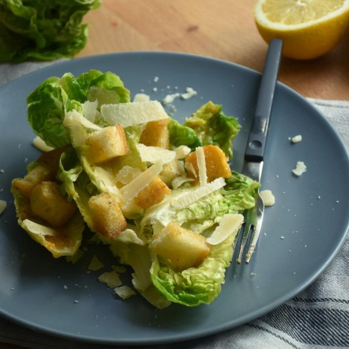 Ezen a képen: Tradicionális Cézár saláta