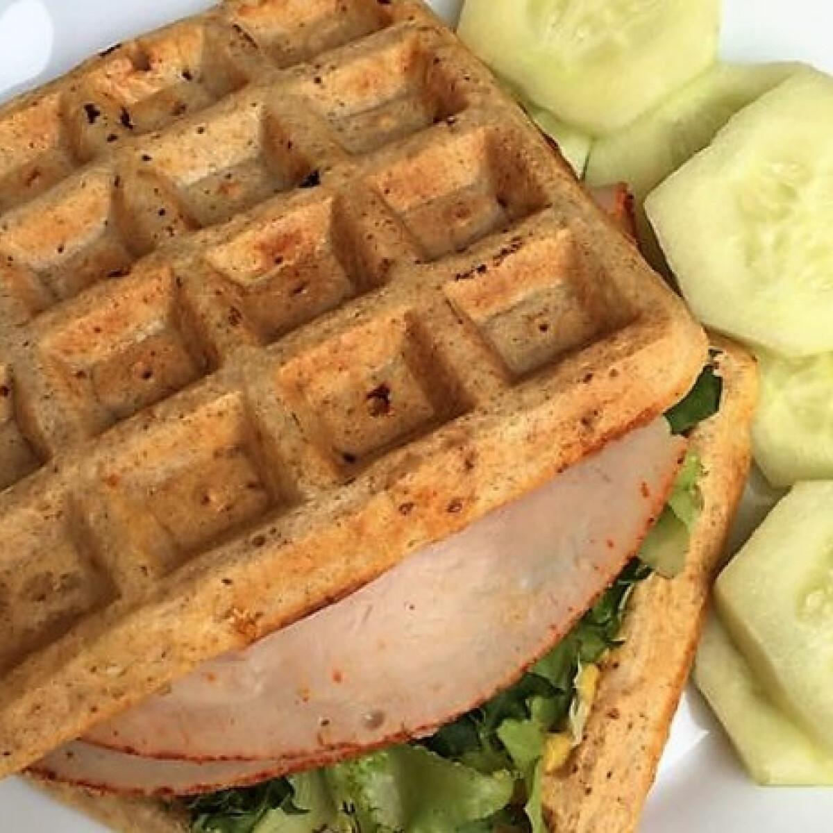 Ezen a képen: Diétás gofriszendvics