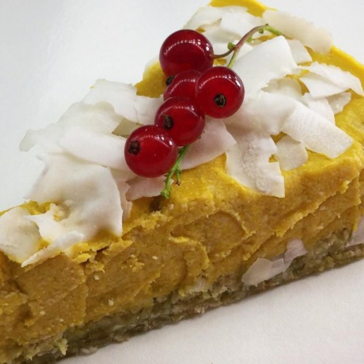 Ezen a képen: Vegán mangós-kókuszos torta