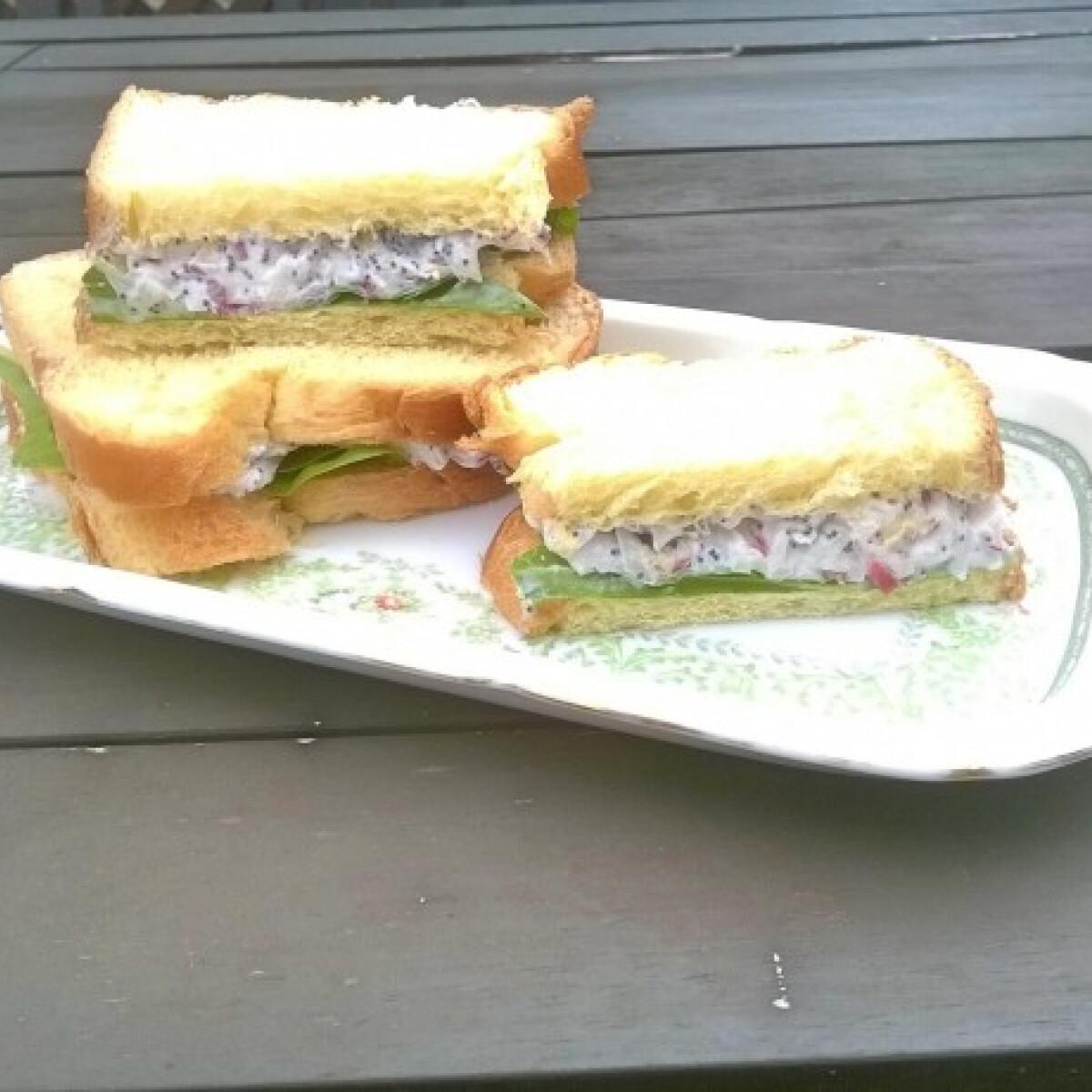 Mákos krémsajtos szendvics