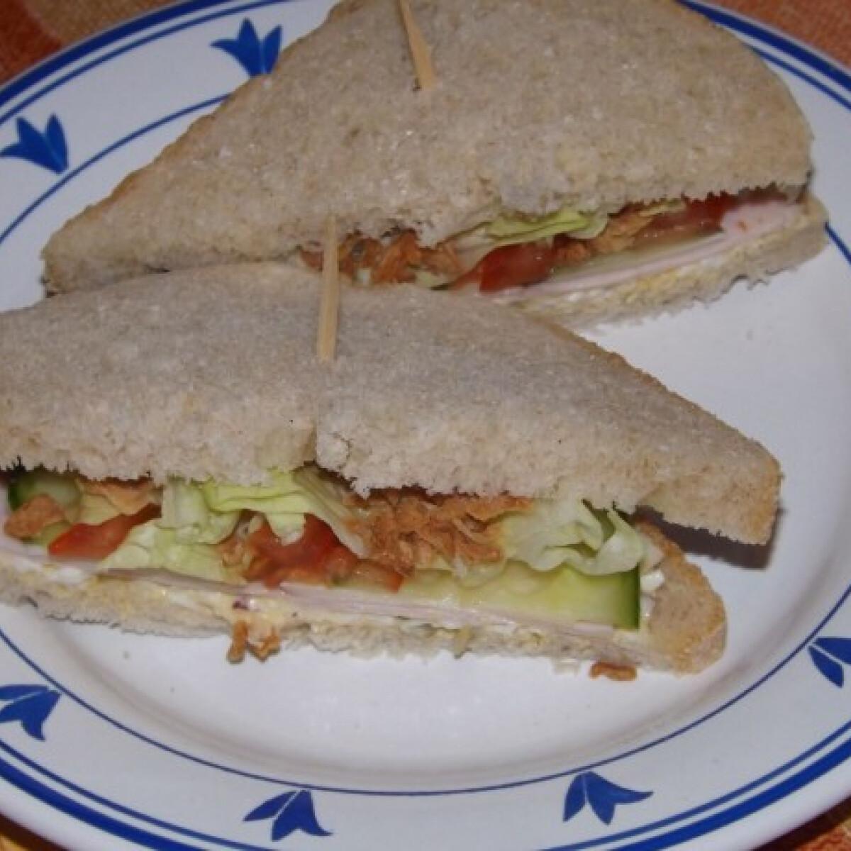 Ezen a képen: Tojásos szendvics ahogy én szeretem