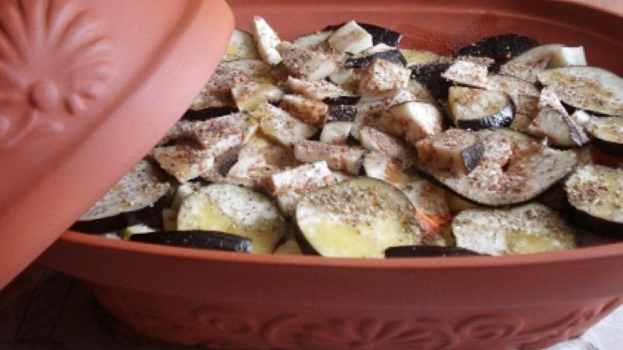 Római tálban sült zöldséges hal