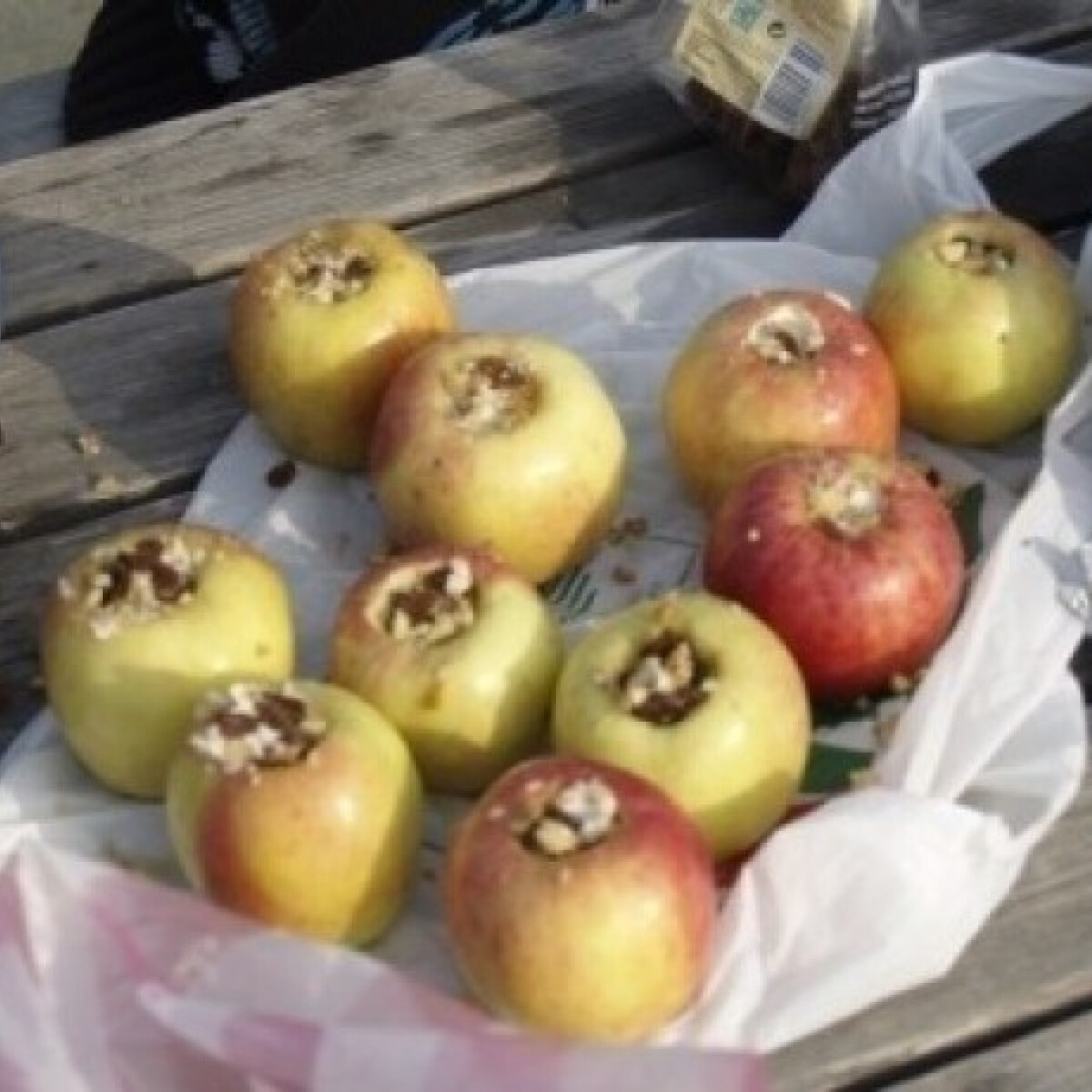 Ezen a képen: Töltött alma vaníliamártással