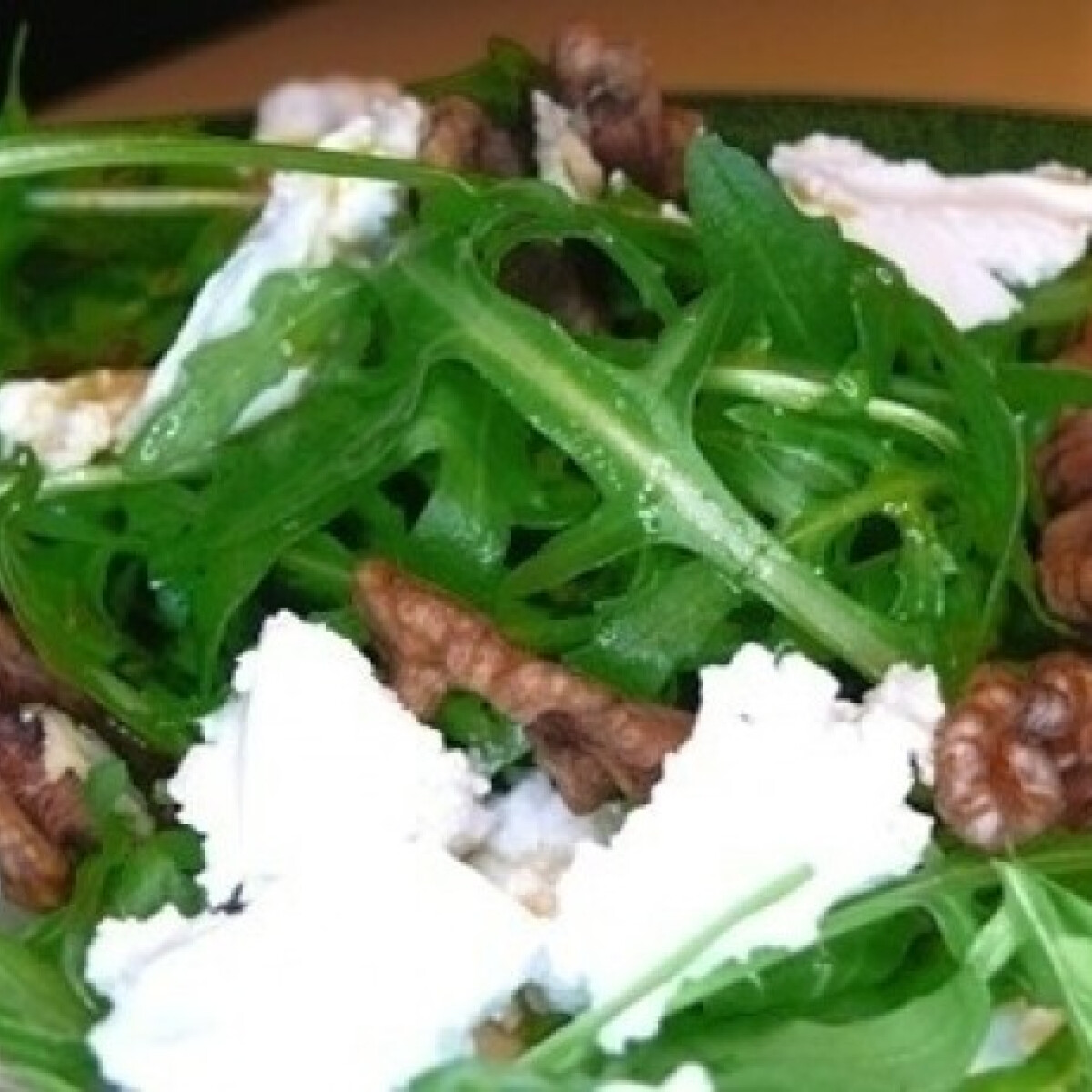 Ezen a képen: Kecskesajtos rukkola saláta