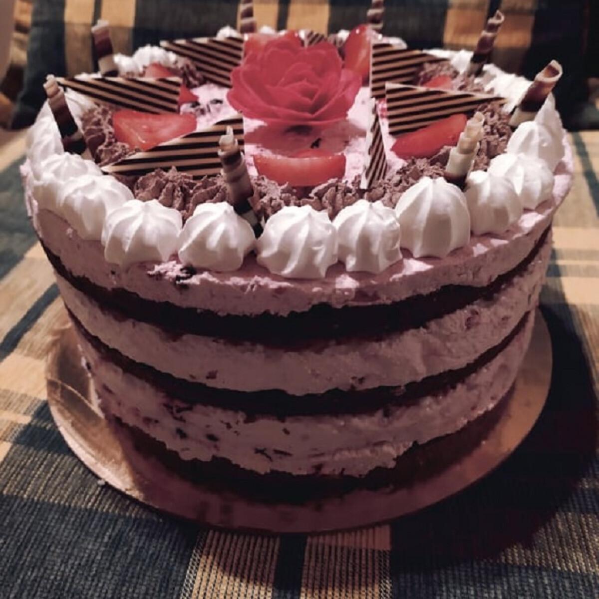 Ezen a képen: Erdei gyümölcsös túrókrémes torta - saját ötlet alapján