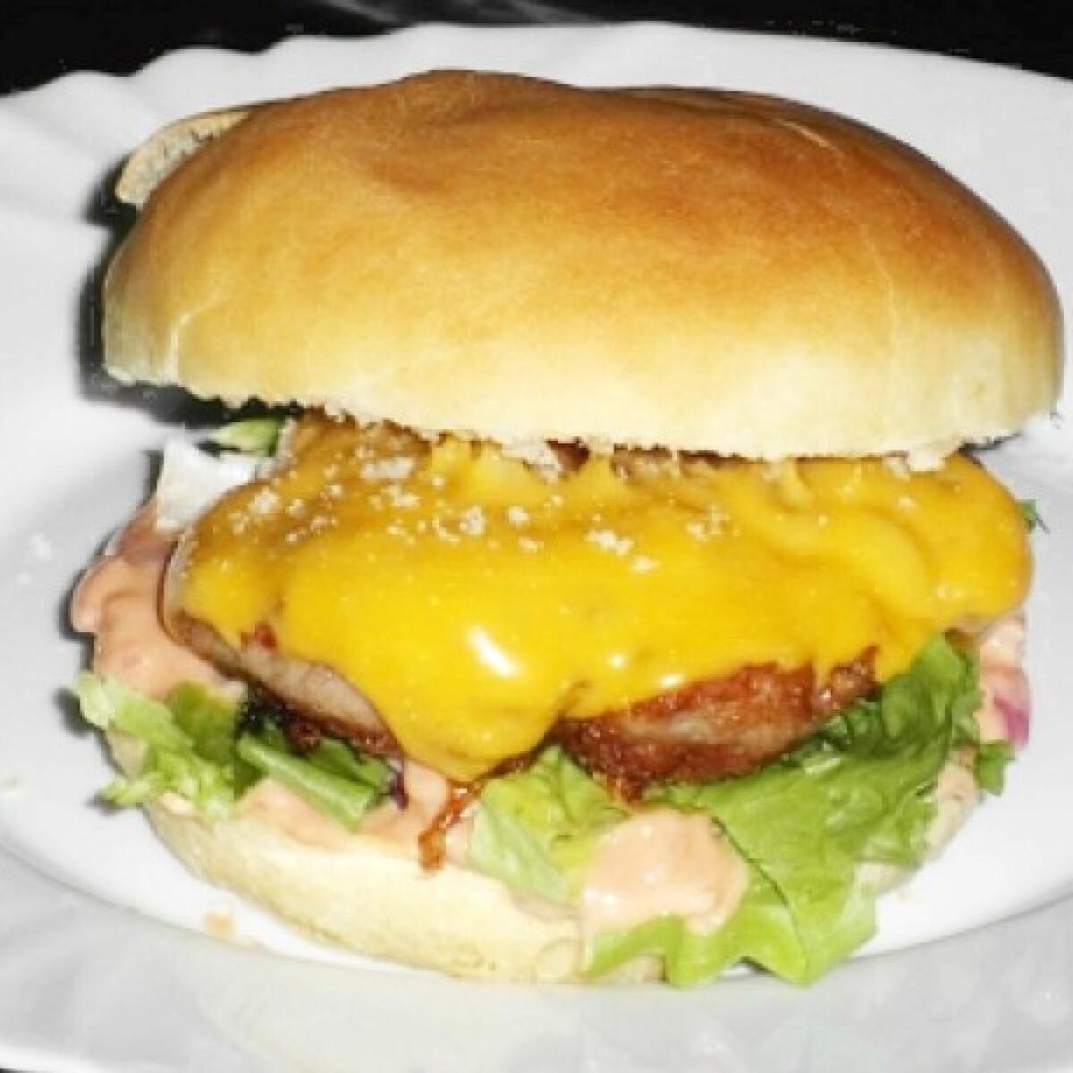 Ezen a képen: Hamburger házilag Csorbusztól
