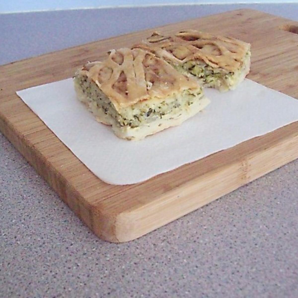 Ezen a képen: Cukkinis rácsos pite