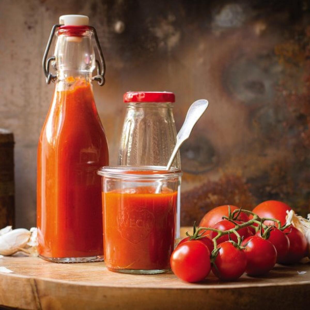 Ezen a képen: Házi ketchup sült paradicsomból