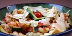 Cukkínis-paradicsomos tészta