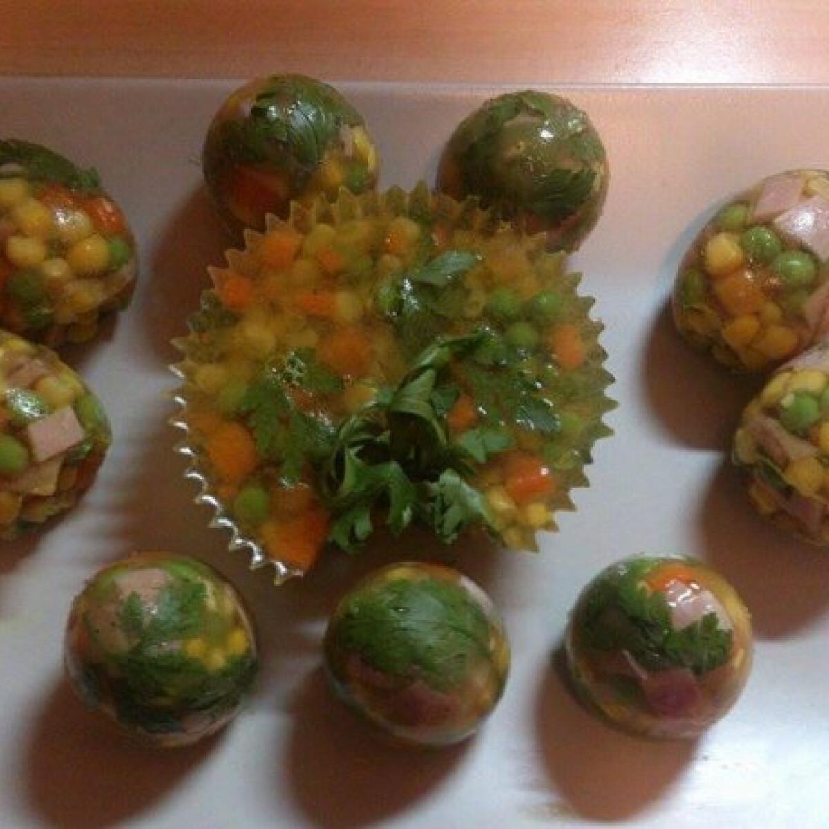 Ezen a képen: Aszpikos tojás zöldségekkel