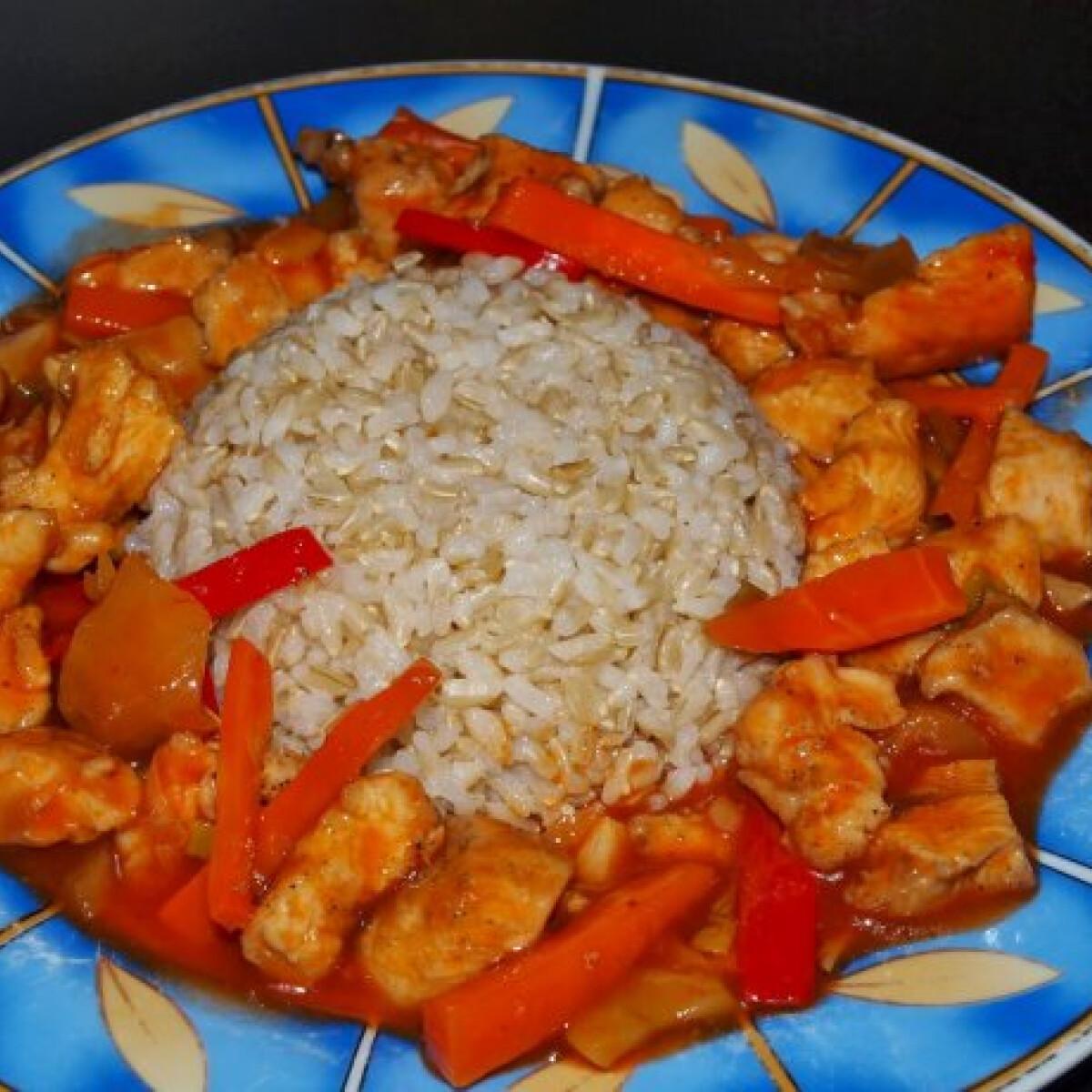 Ezen a képen: Édes-savanyú csirke Mayathia konyhájából