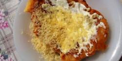 Házi lángos sajttal és tejföllel