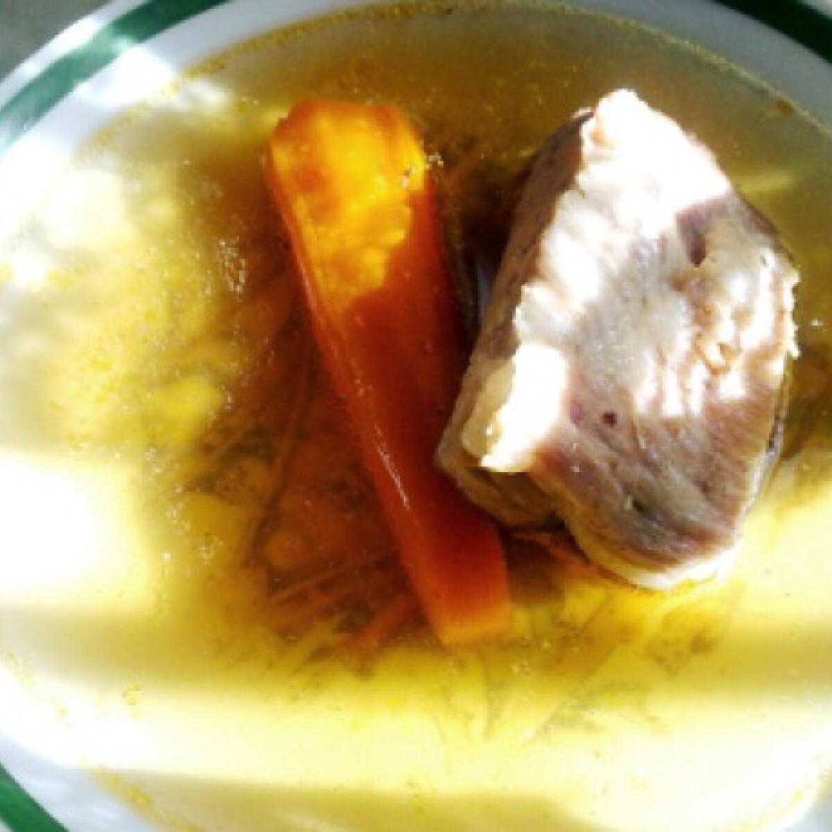 Ezen a képen: Húsleves Nerovedova konyhájából