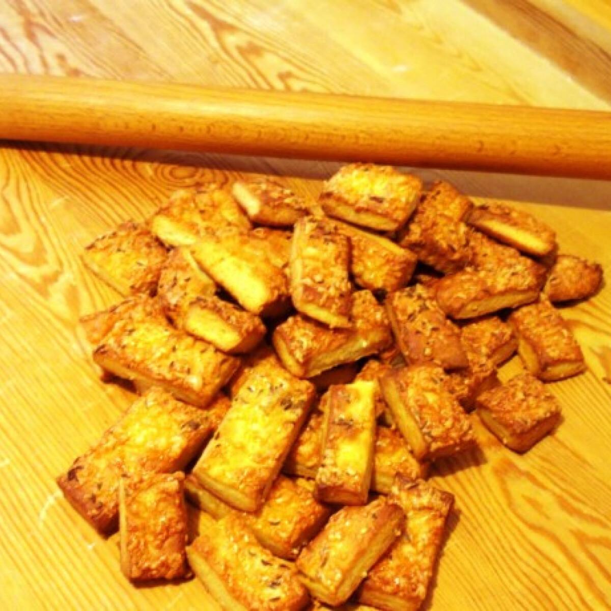 Ezen a képen: Mamzi sajtos rúdja diétához igazítva