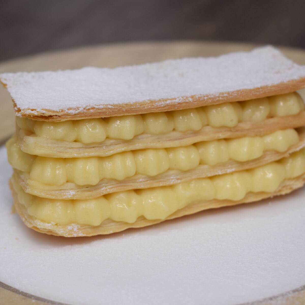 Ezen a képen: Mille-Feuille, az ezerlapú sütemény