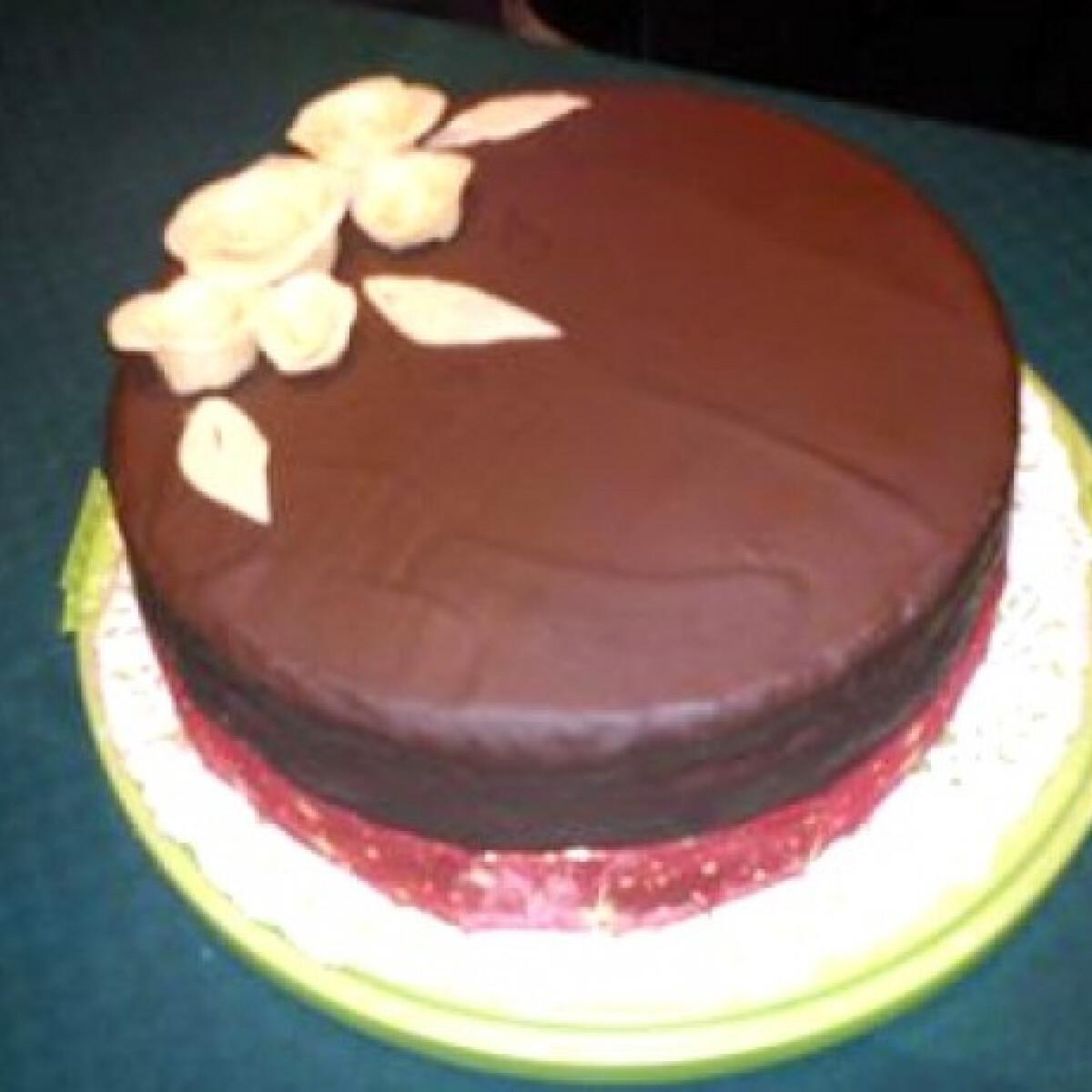 Ezen a képen: Oroszkrém torta csokiba burkolva