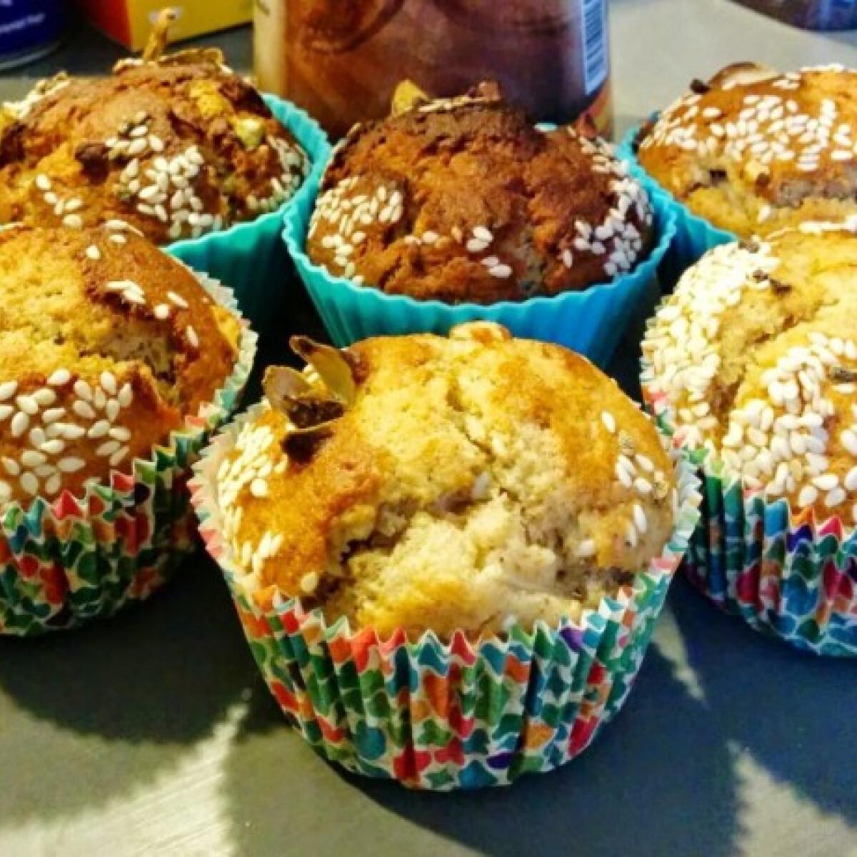 Ezen a képen: Pikáns szezámos-körtés muffin egészségesen