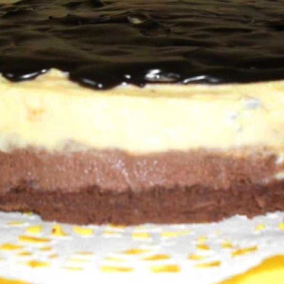 Ezen a képen: Duplacsokis torta