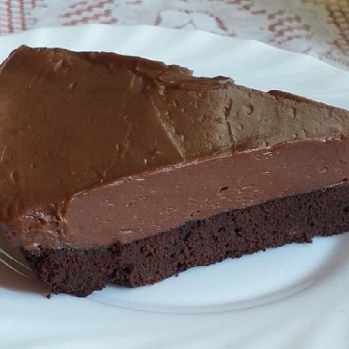 Ezen a képen: Nutellás sajttorta brownie-ágyon