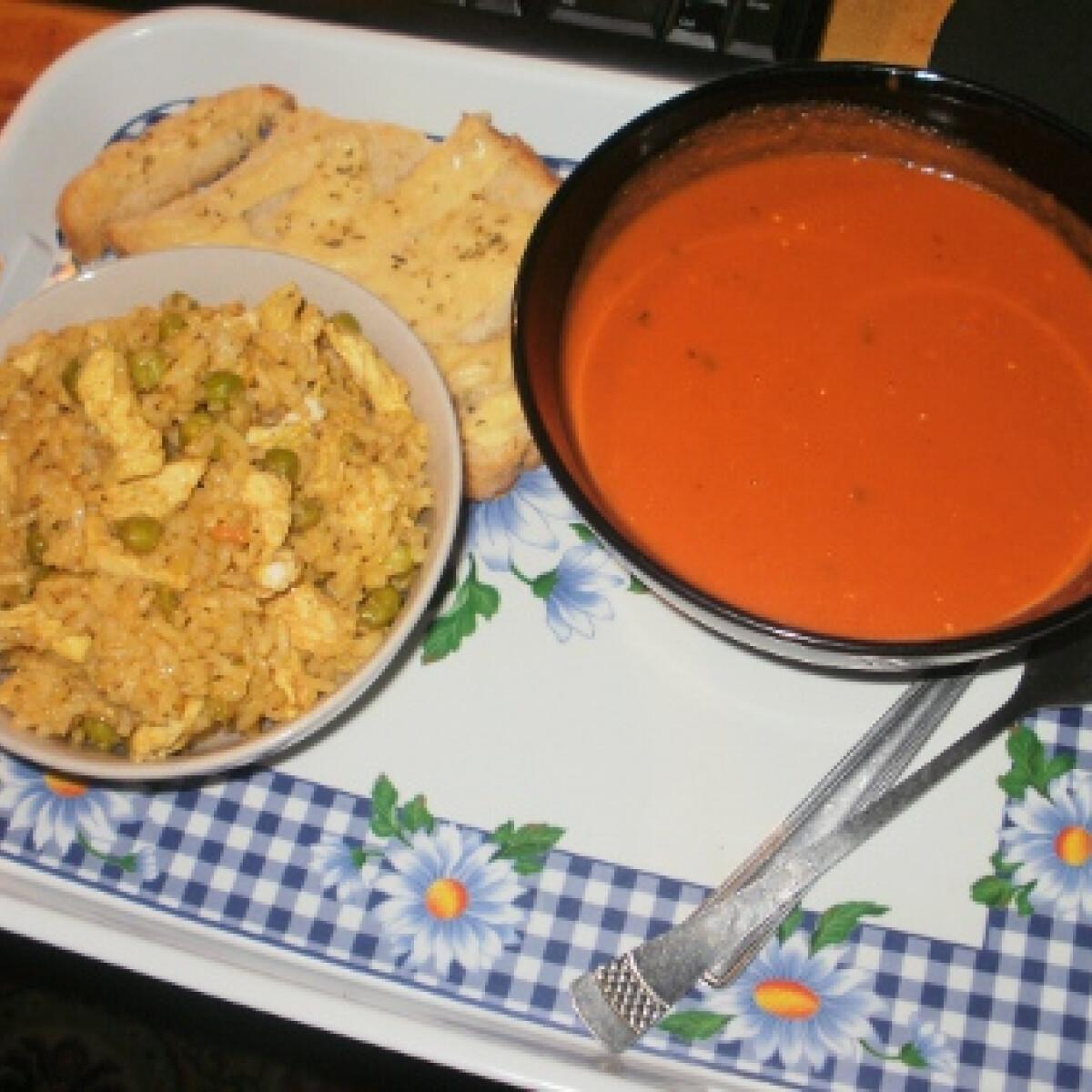 Ezen a képen: Curry-s rizs tojástekerccsel