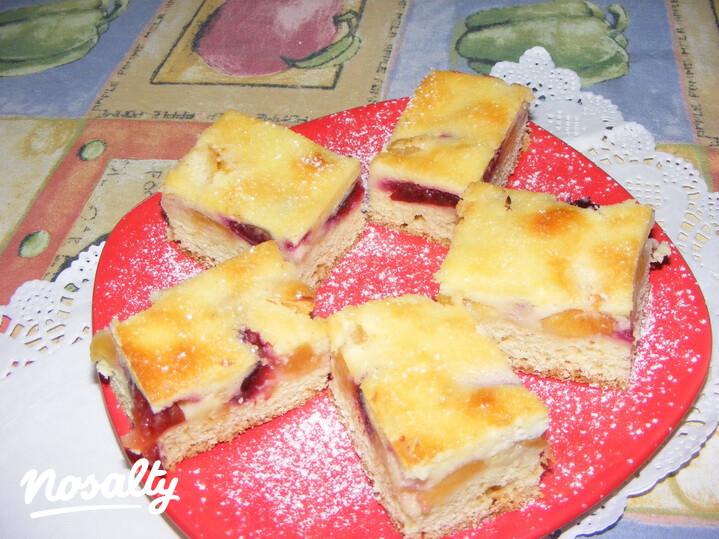 Ezen a képen: Szilvás-nektarinos szelet tejfölös krémmel