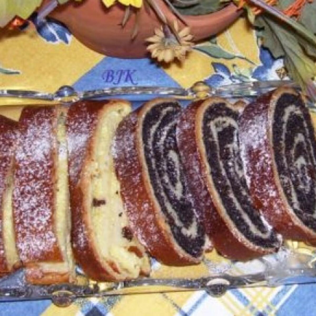 Ezen a képen: Mákos és túrós kalács kenyérsütőben