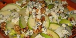 Zöldalmás-diós saláta kéksajttal