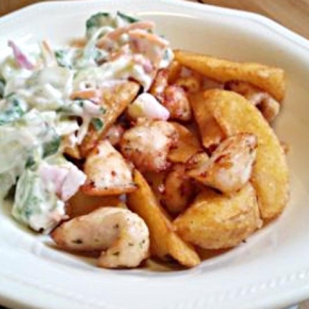 Ezen a képen: Gyros krumplival és salátával