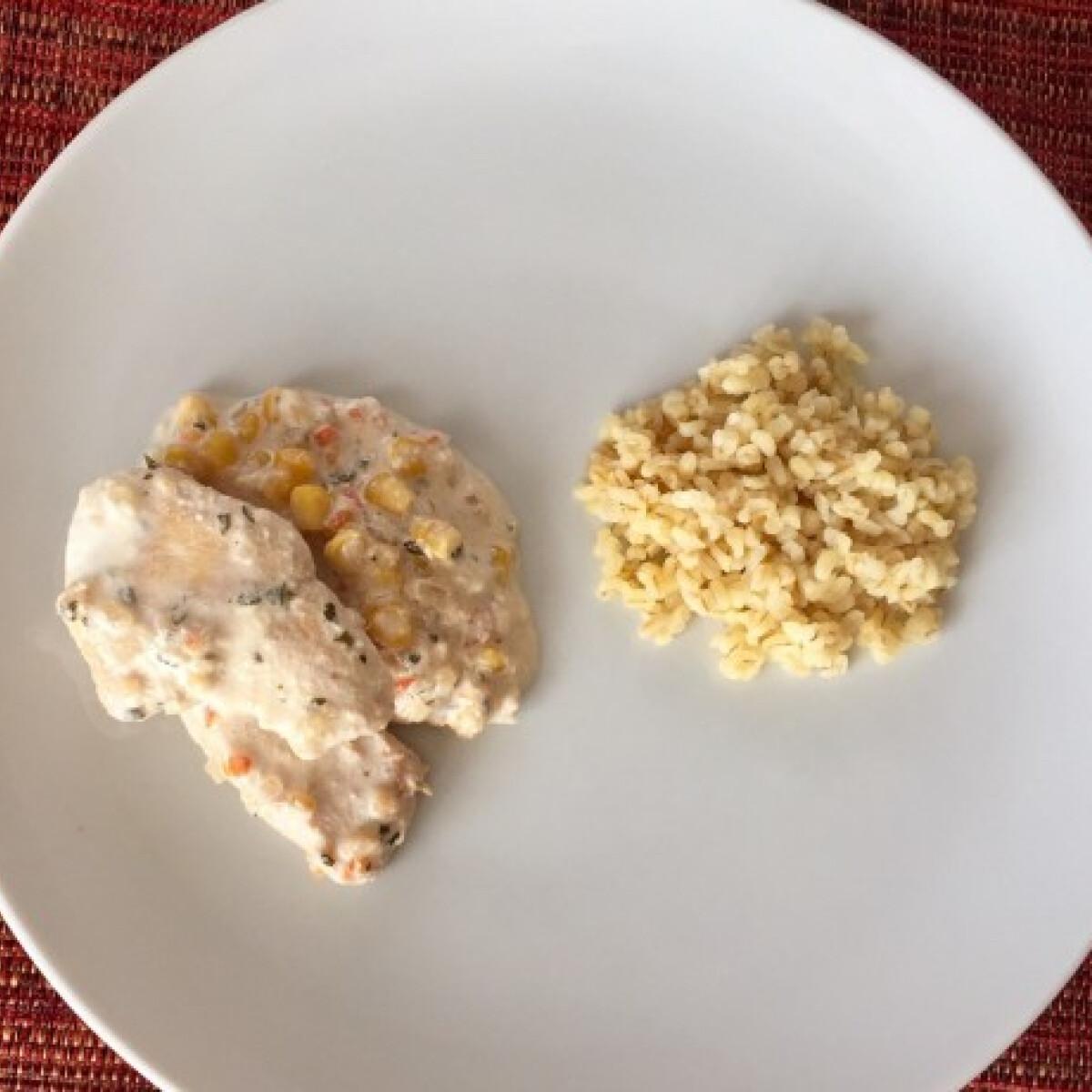 Ezen a képen: Tejszínes csirkemell kukoricával