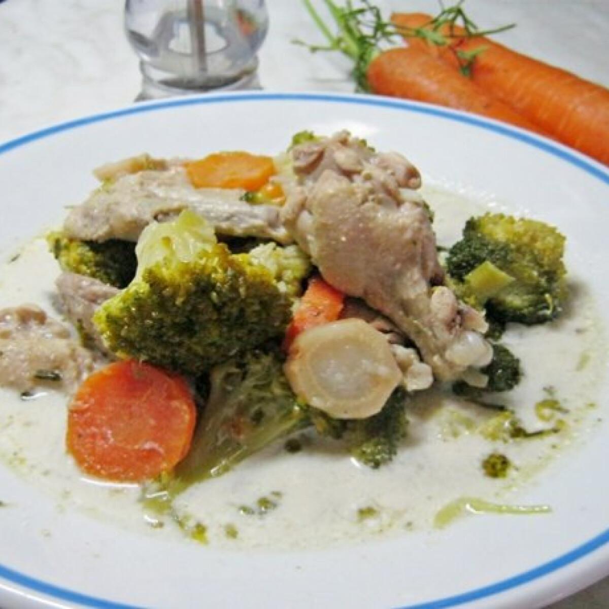 Ezen a képen: Brokkolis-tejfölös csirkeleves gazdagon