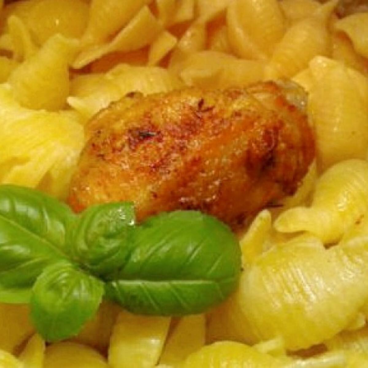 Ezen a képen: Szaftos sült csirke tésztával