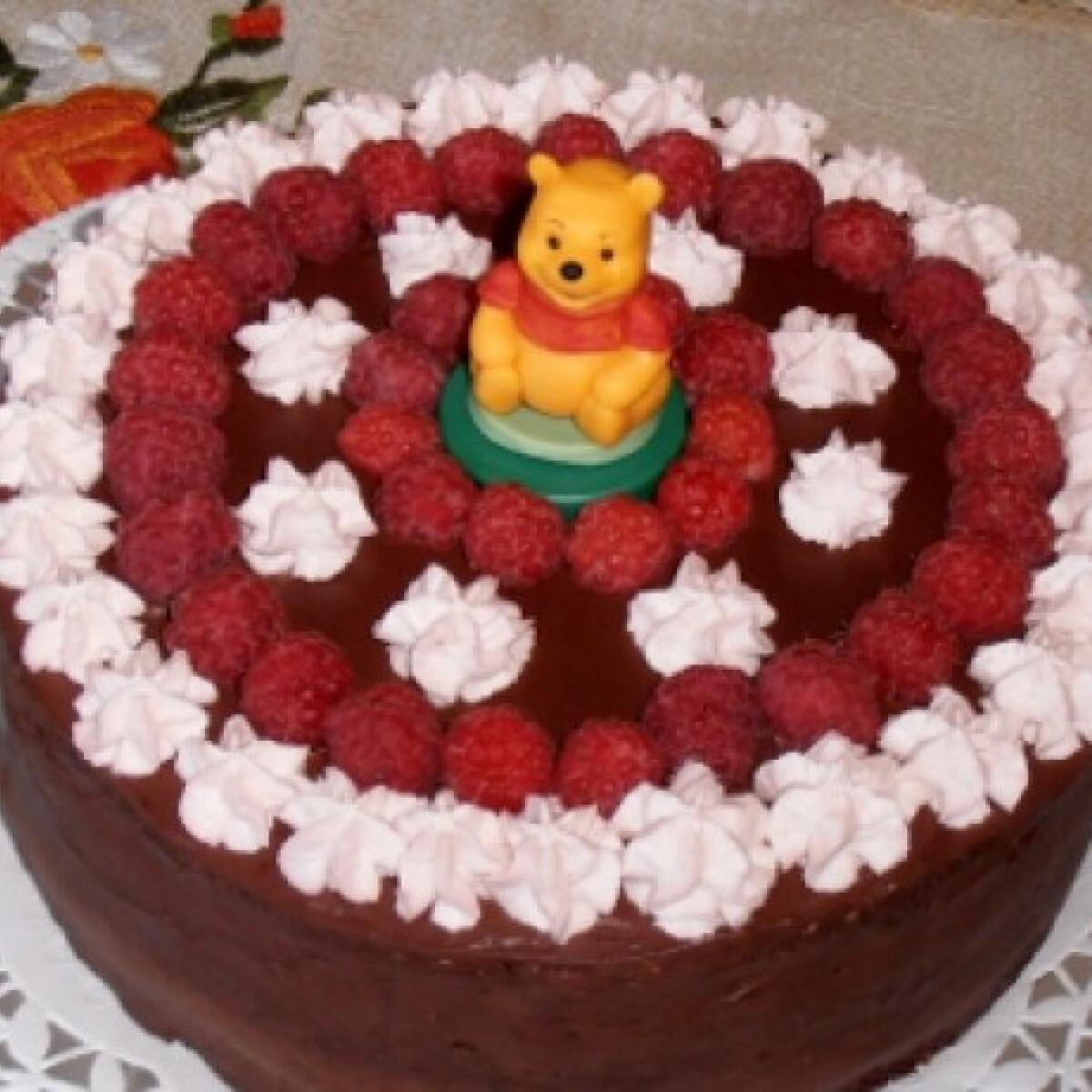 Ezen a képen: Málnakrémes csokitorta Sziporka konyhájából